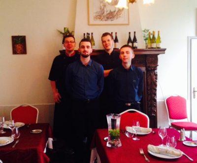 L'equipe de l'Auberge du Bac à Lacroix Saint Ouen